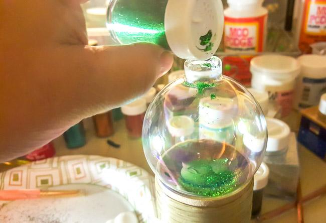 DIY Glitter Christmas Ornaments (1 of 4)