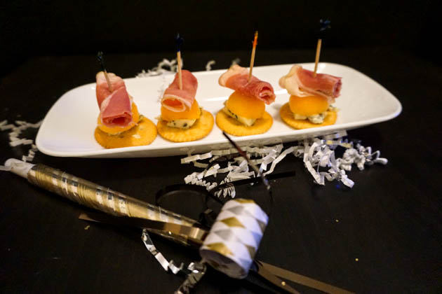 Prosciutto Wrapped Melon with Bleu Cheese (3 of 5)
