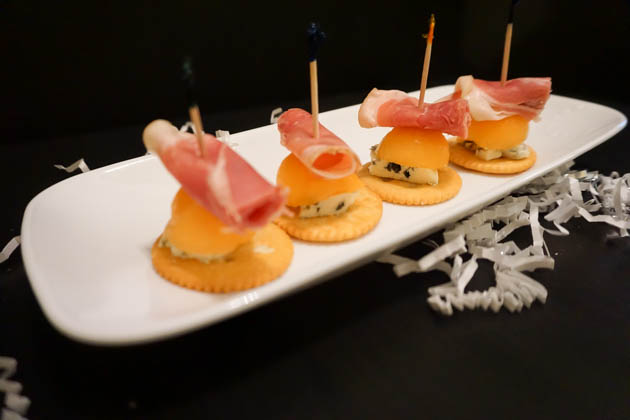 Prosciutto Wrapped Melon with Bleu Cheese (4 of 5)