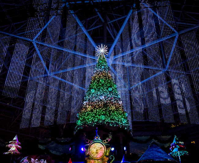 christmas at gaylord palms resort is truly magnificent you and your family can enjoy the holidays on an epic scale with all new cirque dreams unwrapped - Christmas At Gaylord Palms